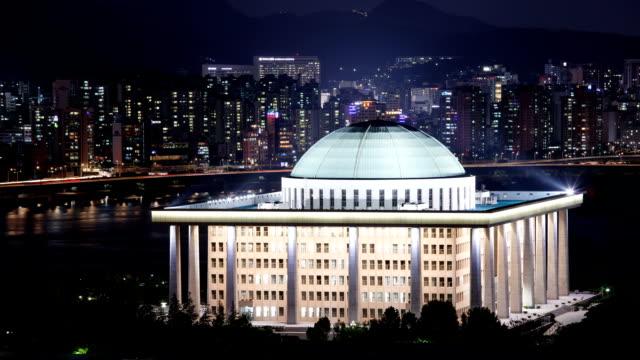 vídeos de stock, filmes e b-roll de night scenery view of national assembly building and han river - política e governo