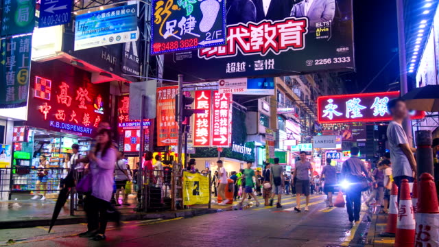 stockvideo's en b-roll-footage met night shopping market - hongkong