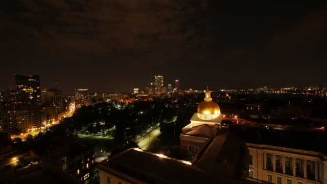 tl night shot of boston downtown from beacon hill - spoonfilm stock-videos und b-roll-filmmaterial