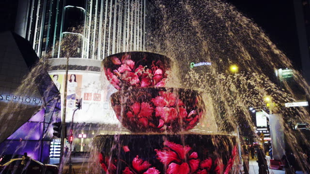 night shot of fountain outside pavilion shopping centre, kuala lumpur - pavilion video stock e b–roll