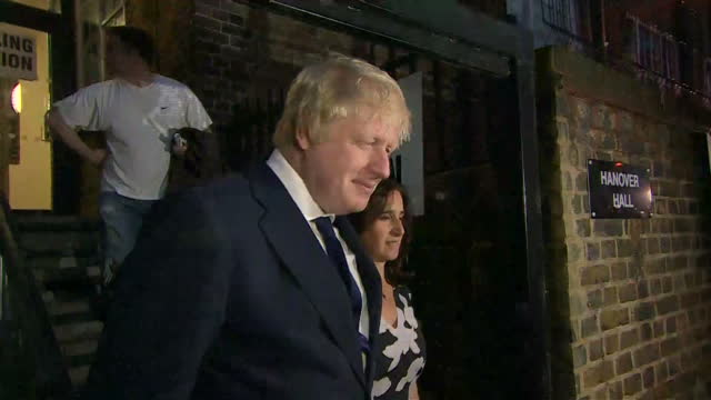 """night shots of boris johnson of the """"vote leave"""" campaign arriving at a polling station with his wife marina wheeler to cast votes on the uk eu... - referendum stock videos & royalty-free footage"""