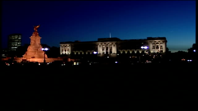 night shots of buckingham palace illuminated; long shot of floodlit buckingham palace with victoria memorial statue of victory in foreground / more... - general view stock videos & royalty-free footage