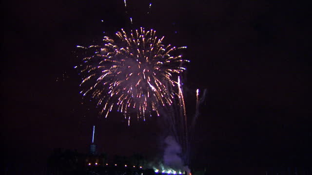 night shots of fireworks at the first royal tattoo on august 1st, 2014 in edinburgh, scotland - tattoo stock videos & royalty-free footage