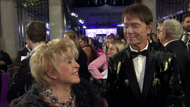night shots of gloria hunniford and sir cliff richard giving an interview on the red carpet at the pride of britain awards on october 31, 2016 in... - gloria hunniford stock-videos und b-roll-filmmaterial