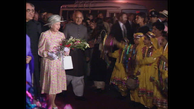 night shots of queen elizabeth ii arriving greeted by chief minister of the punjab shahbaz sharif on october 9 1997 in lahore pakistan - lahore stock videos and b-roll footage