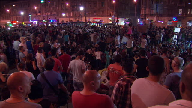 night shots of refugees sat outside keleti train station in protest, hoping for progress in making their journeys towards germany on september 9,... - budapest stock-videos und b-roll-filmmaterial