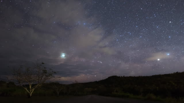 night sky above the road / saipan, northern mariana islands, united states - 超新星点の映像素材/bロール