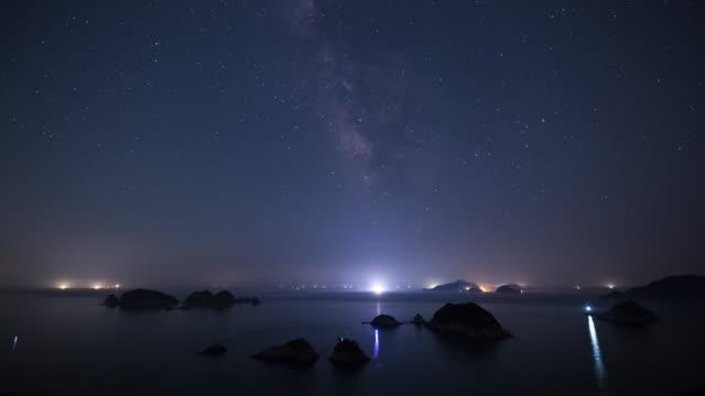 stockvideo's en b-roll-footage met night sky of daesobyeongdaedo island and nureongseom island / geoje-si, gyeongsangnam-do, south korea - plate met stilstaande achtergrond
