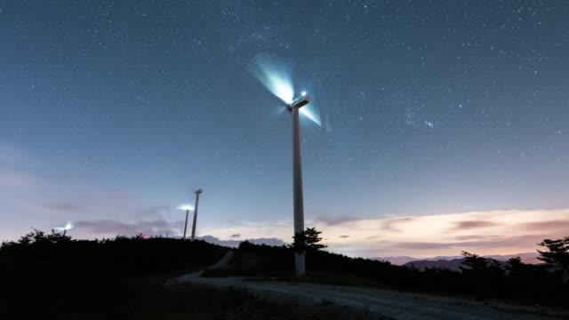 night sky of wind farm / gyeongsangnam-do, south korea - 山間道路点の映像素材/bロール