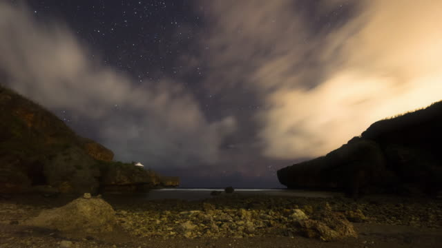 night sky scenery of beach in saipan / saipan, northern mariana islands, united states - 超新星点の映像素材/bロール