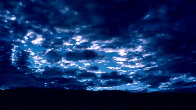 vídeos de stock, filmes e b-roll de céu noturno  - símbolo conceitual
