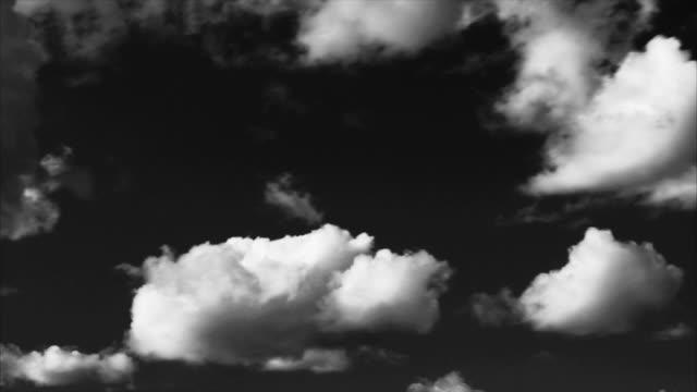 vídeos y material grabado en eventos de stock de cielo con nubes de noche. limpio - imaginación