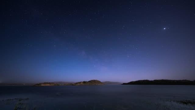 星空の夜のタイムラプス撮影 - 北極星点の映像素材/bロール