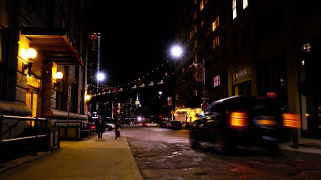 vídeos y material grabado en eventos de stock de calle nocturna. en nueva york. brooklyn. iluminación. puente de manhattan - calle principal calle