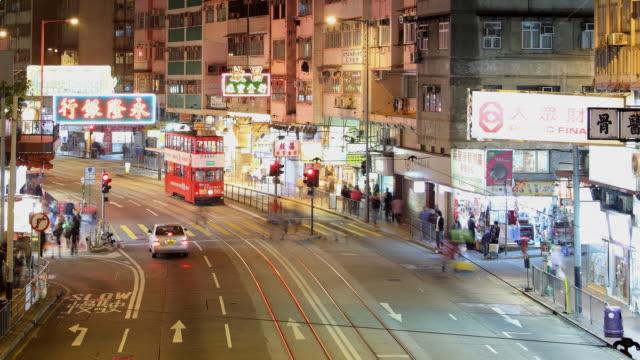 vidéos et rushes de t/l ws ha pan night street scene / hong kong, china - ligne de tramway