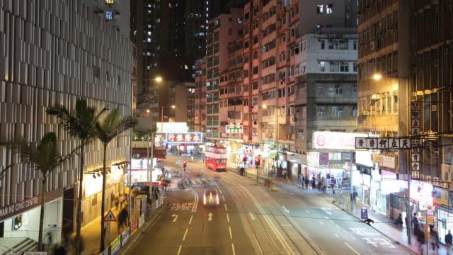 vídeos de stock e filmes b-roll de t/l ws ha night street scene / hong kong, china - linha do elétrico