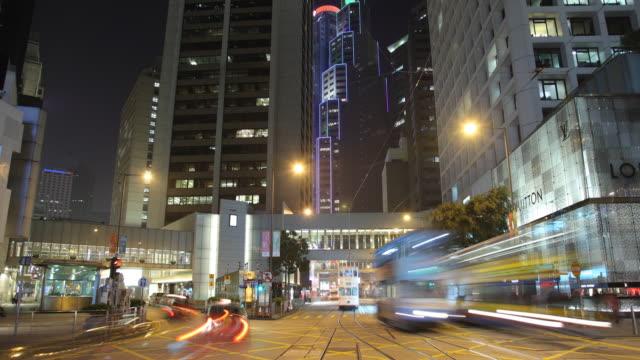 vídeos de stock e filmes b-roll de t/l ws night street scene / hong kong, china - linha do elétrico