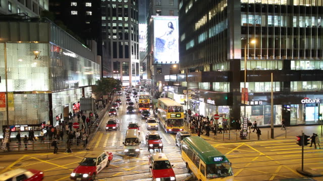stockvideo's en b-roll-footage met ws ha night street scene with traffic / hong kong, china - winkelbord