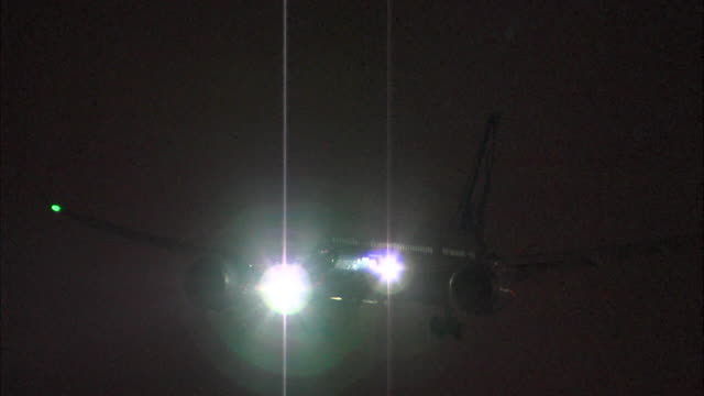 Night time shots of Boeing 787 'Dreamliner' landing at Heathrow as part of a promotional tour With the aircraft barely visible in a dark night the...