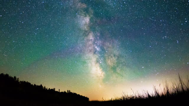night time video of stars & the milky way galaxy - meteor stock videos & royalty-free footage