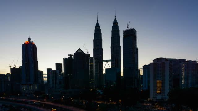 vídeos de stock, filmes e b-roll de night to day time lapse kuala lumpur city - torres petronas