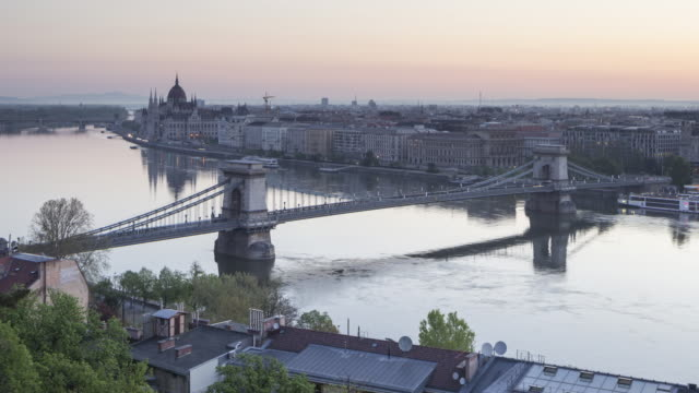 ZO Night to day TL of the city of Budapest and it's Chain Bridge.