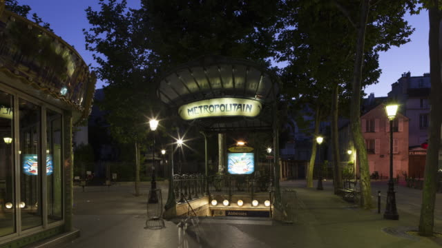 vidéos et rushes de night to day tracking shot time lapse of underground station abbesses in montmartre - travelling sur chariot