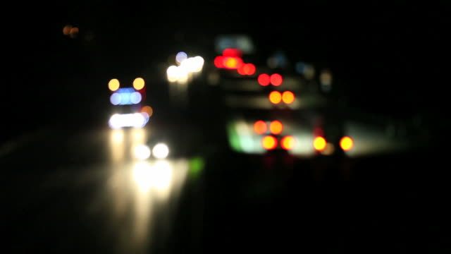stockvideo's en b-roll-footage met hd night traffic lights on highway (time lapse) - geschwindigkeit