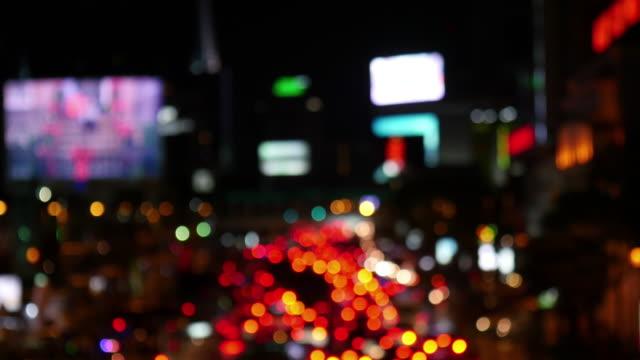 Luzes da noite de tráfego