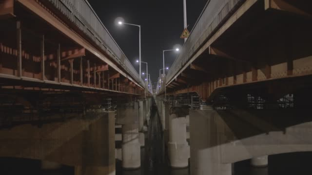 night traffic on hangang bridge over han river, seoul, south korea - personal land vehicle stock videos & royalty-free footage