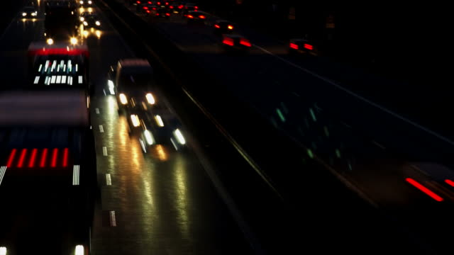 stockvideo's en b-roll-footage met hd night traffic on highway - geschwindigkeit