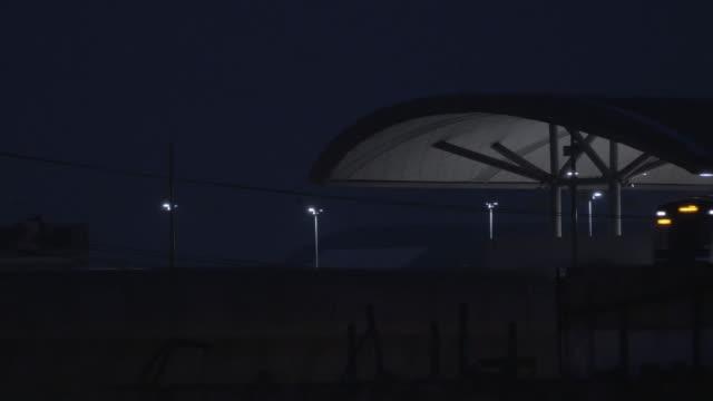 vidéos et rushes de train de nuit - crépuscule