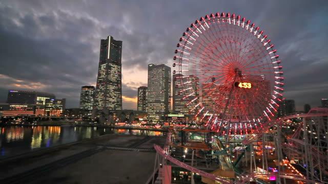 を横浜で公演日本の夜の眺め - 観覧車点の映像素材/bロール