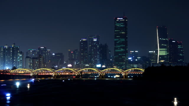 night view of 63 building (the tallest building in the 1990s) in yeouido area and hangang bridge over the han river in seoul - 電飾点の映像素材/bロール