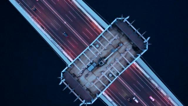 vidéos et rushes de night view of a big bridge - vue en plongée verticale