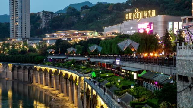 stockvideo's en b-roll-footage met night view of combined shopping mall (dongwon 1891) / chongqing, china - straatnaambord