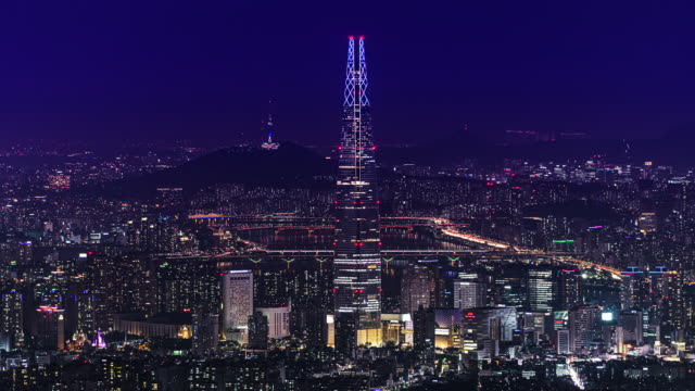 stockvideo's en b-roll-footage met night view of downtown area with lotte world tower (skyscraper), n seoul tower, han river / jamsil-dong, songpa-gu, seoul, south korea - straatnaambord
