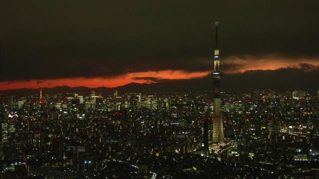aerial, night view of downtown tokyo, japan - スカイツリー点の映像素材/bロール