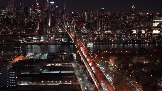 ws ha night blick auf die ed koch queensboro bridge/new york city, usa - queens stock-videos und b-roll-filmmaterial
