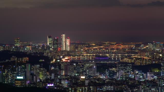 vídeos y material grabado en eventos de stock de night view of han river and downtown yeouido island / seocho-gu and yeongdeungpo-gu, seoul, south korea - señal de nombre de calle