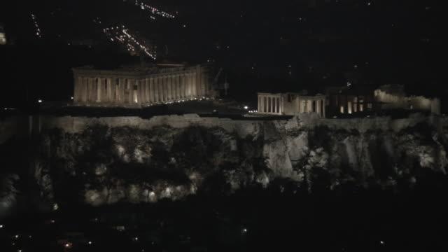 vídeos de stock, filmes e b-roll de night view of illuminated acropolis, athens, attica, greece - partenão acrópole