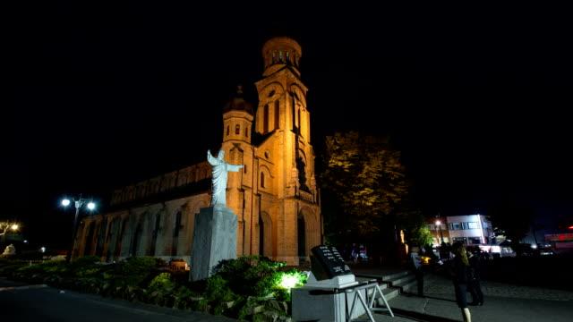 vídeos de stock e filmes b-roll de night view of jeondong-cathedral (korea historic place 288) - figura masculina