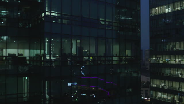 vidéos et rushes de night view of lighted windows and office buildings at sangam-dong in seoul - effet miroir