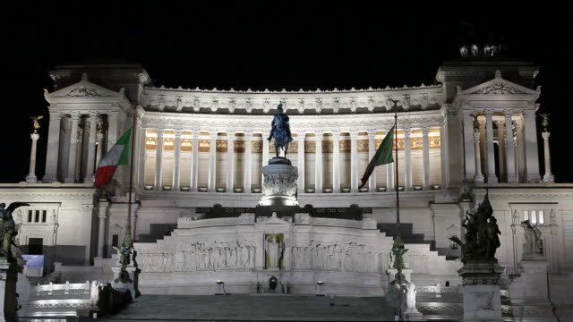 ws night view of monument to vittorio emanuele ii / rome, italy - male likeness stock videos & royalty-free footage