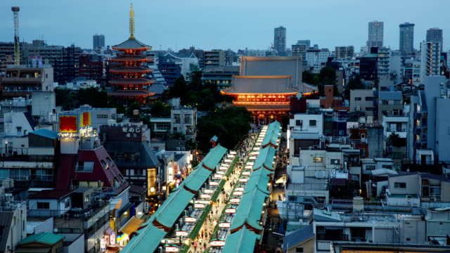 night view of nakamise-dori shopping street and seonsoji temple in asakusa, tokyo, japan - straßenschild stock-videos und b-roll-filmmaterial