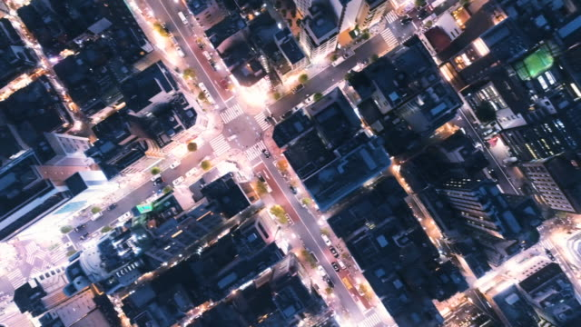 vidéos et rushes de night view of office street - style artistique