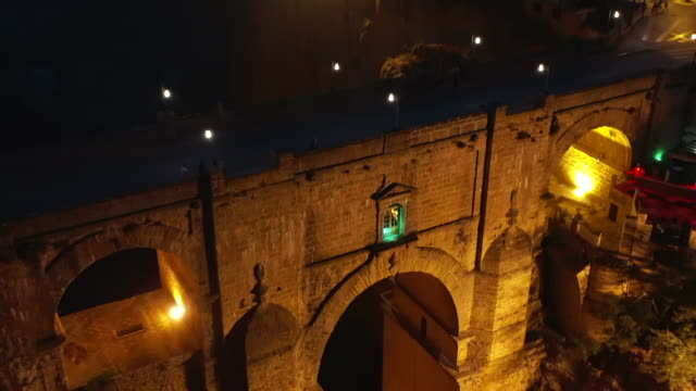 night view of puente nuevo / ronda, spain - puente video stock e b–roll