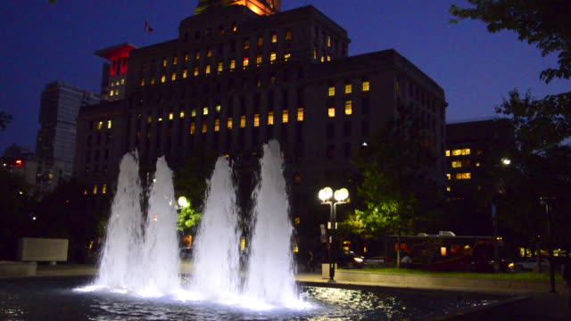 night view of the 'canada life building' in university avenue seen on june 15 in toronto, ontario, canada. the old building is a local landmark, a... - local landmark stock videos & royalty-free footage