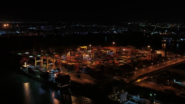vídeos de stock, filmes e b-roll de night view of the e1 container terminal in incheon, south korea - píer
