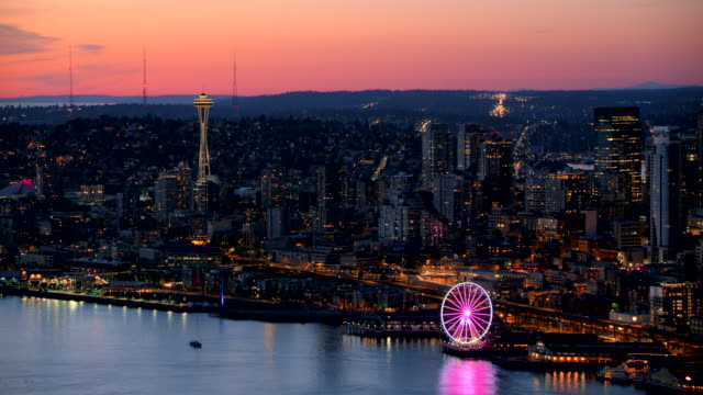 aerial night view of the elliot bay waterfront with the seattle great wheel - seattle stock-videos und b-roll-filmmaterial